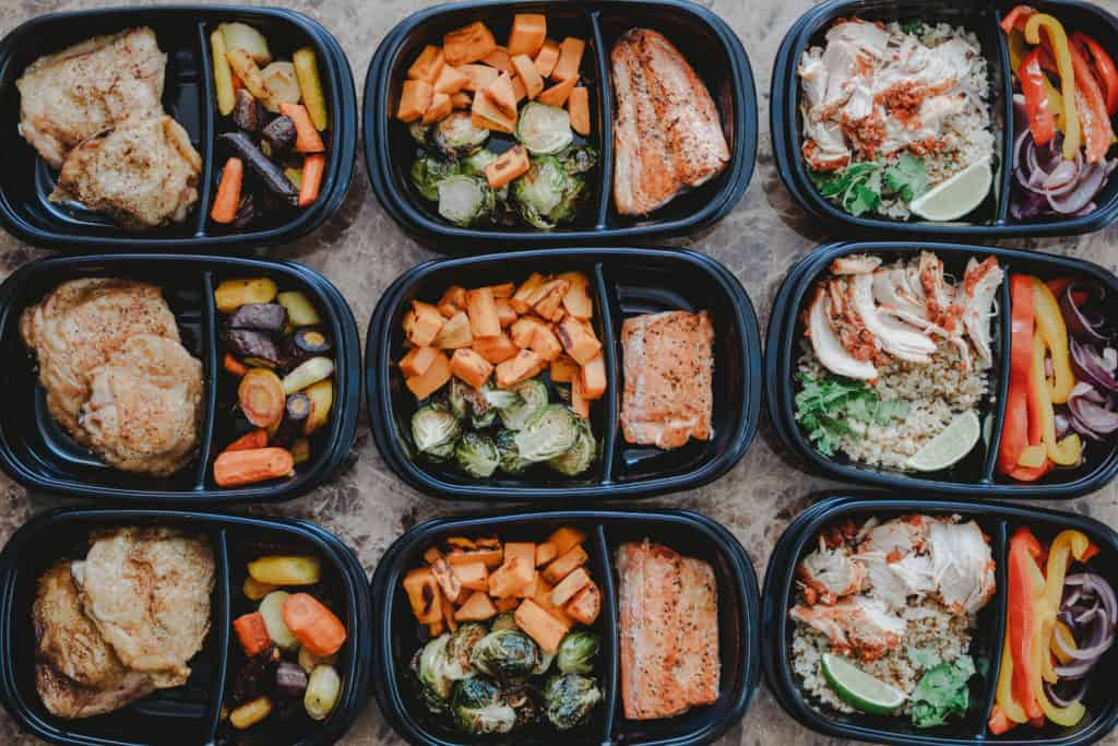 Rubbermaid TakeAlongs meal prep containers | Colorado lifestyle blogger, Amanda Seghetti shares the best Easy Meal Prep for Busy Moms! Check it out now and see what recipes you need!
