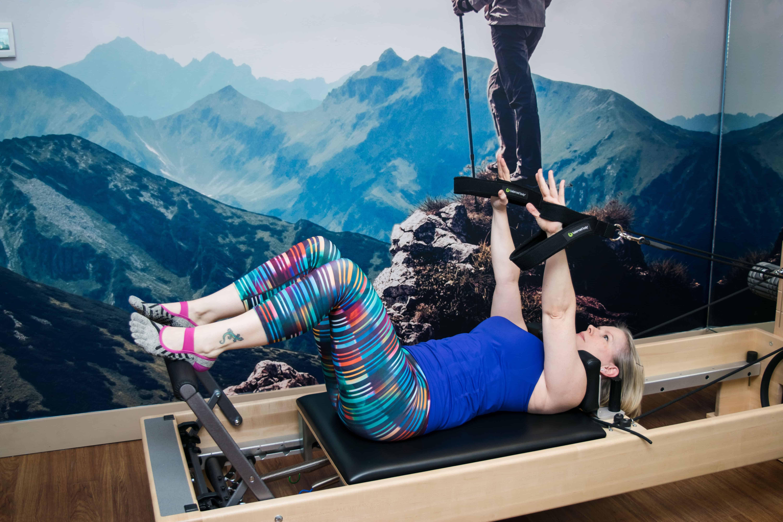 Momblogger Amanda Seghetti on reformer at Club Pilates
