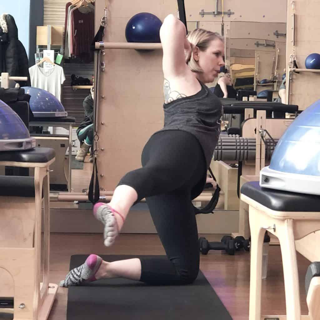 Georgia healthy lifestyle blogger Amanda Seghetti doing leg circles on mat.