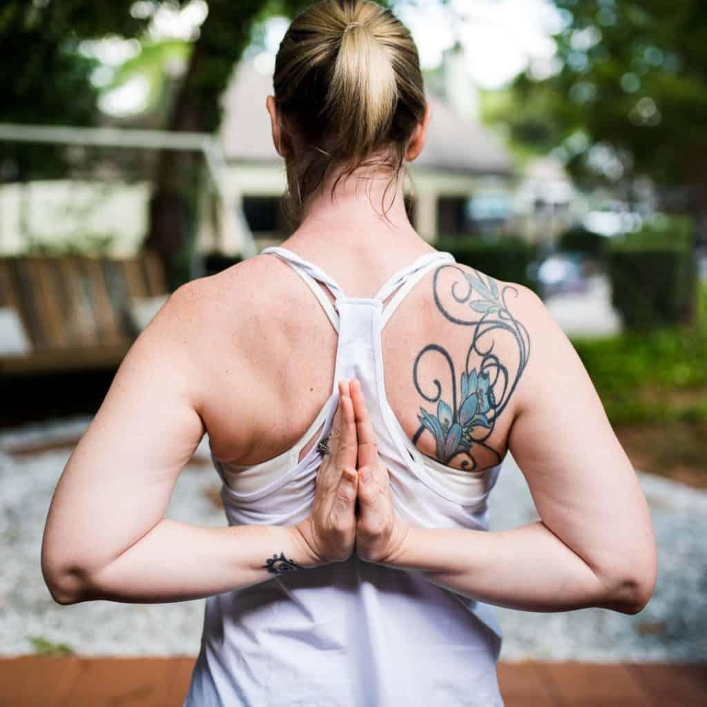 amanda seghetti showing yoga pose before shoulder surgery