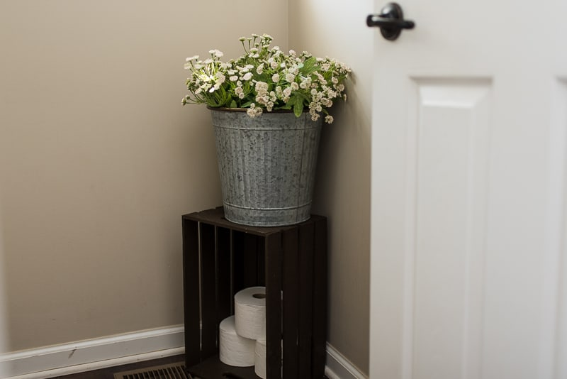 Bathroom farmhouse decor