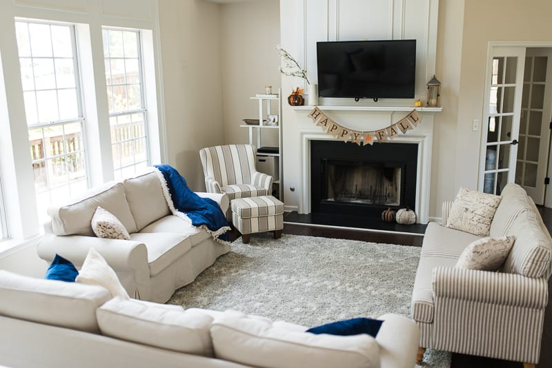 Neutral living room with simple fall decor
