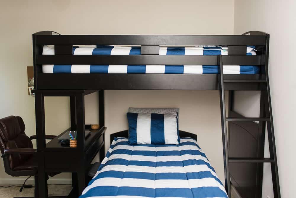 tween boys bedroom decor with bunk beds