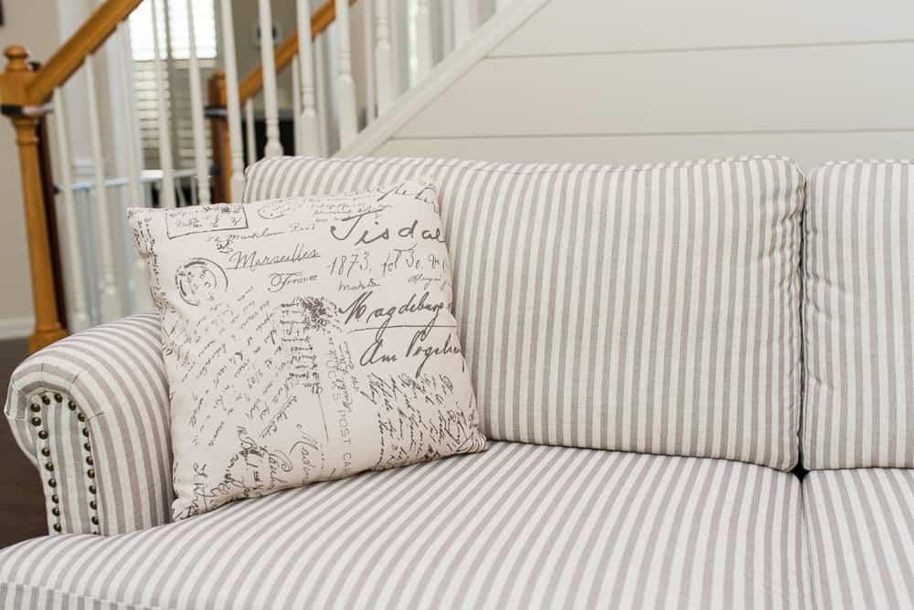 Vonn sofa with accent pillows