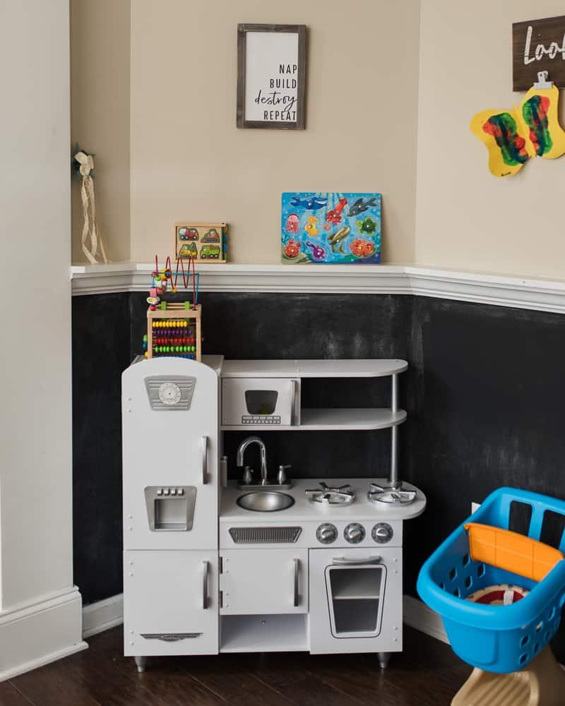 white retro kid kraft kitchen