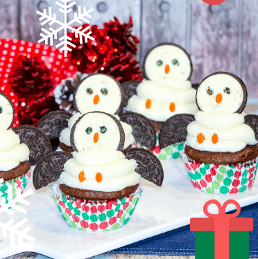 Cute penguin cupcakes that kids will love.