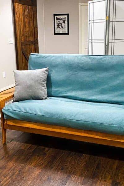 multipurpose guest room with futon