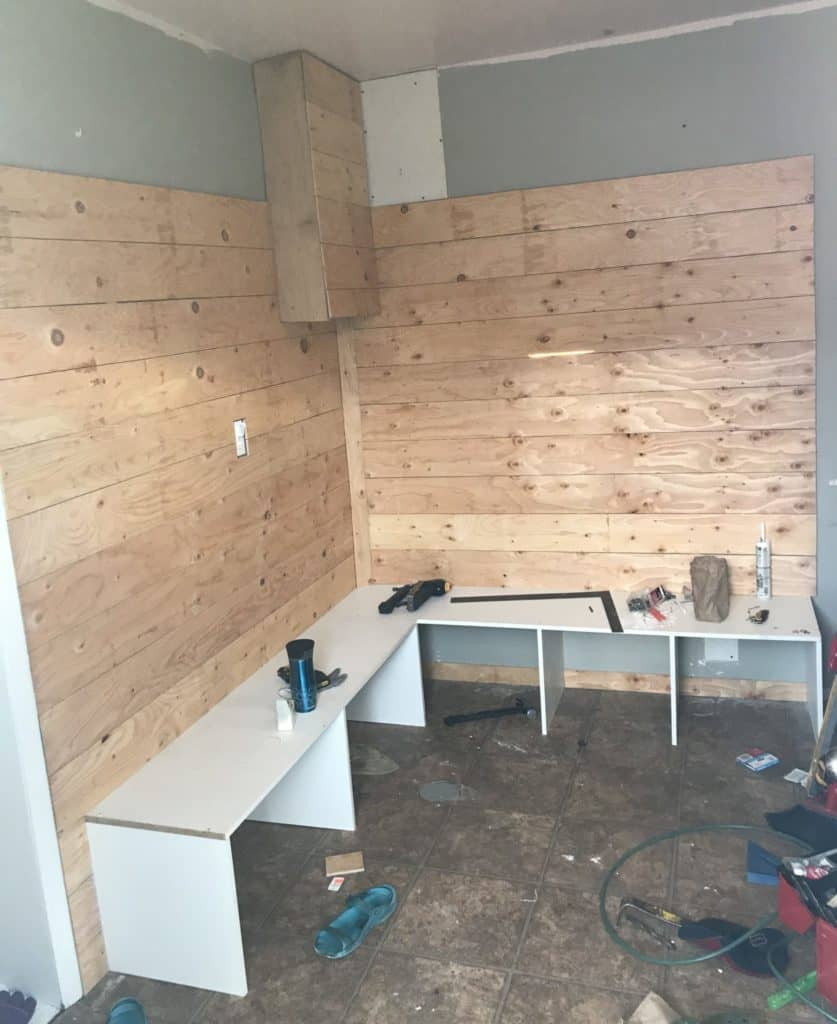 DIY mudroom building bench