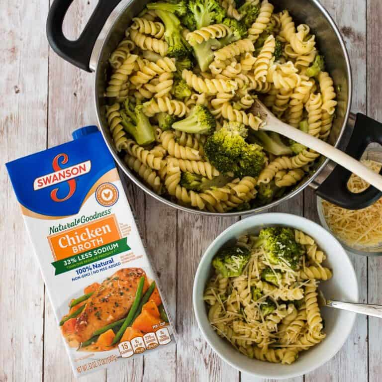 Easy One Pot Cheesy Broccoli Pasta