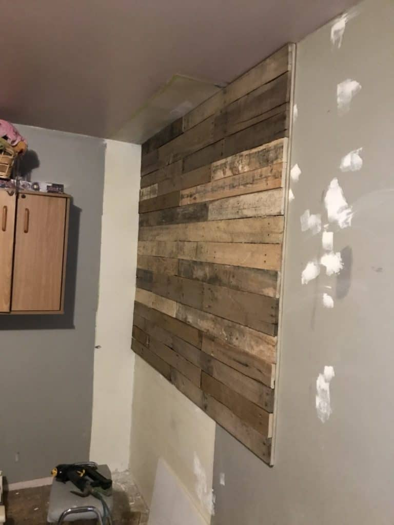 pallet wall from the side
