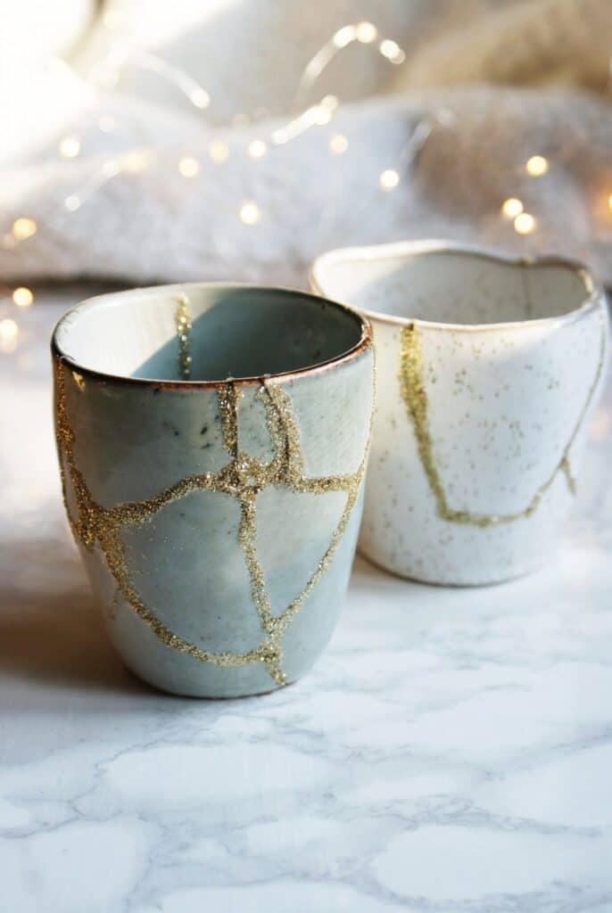diy kintsugi japanese art pottery ceramic broken repair glitter glue gold faidate riparare ceramica oro giapponese colla francinesplaceblog 15 1440x2151 1 - Amanda Seghetti