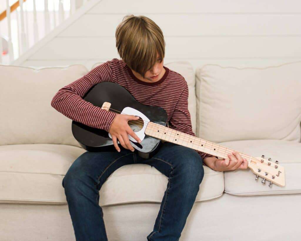 loog pro guitar
