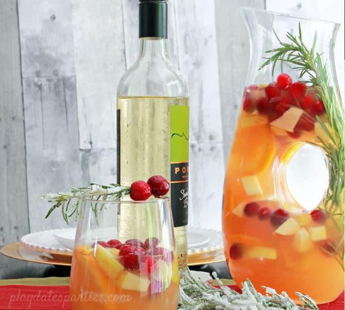 Holiday White Wine Sangria 02 - Amanda Seghetti