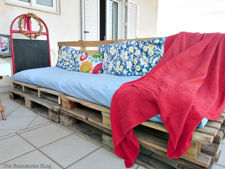 Easy Pallet Couch